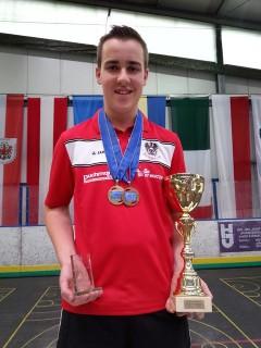 Rene Glavanovits gewinnt Gold und zweimal Bronze.